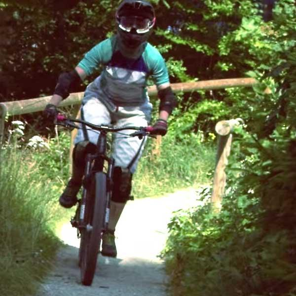 Woman with full gear on a Mountainbike