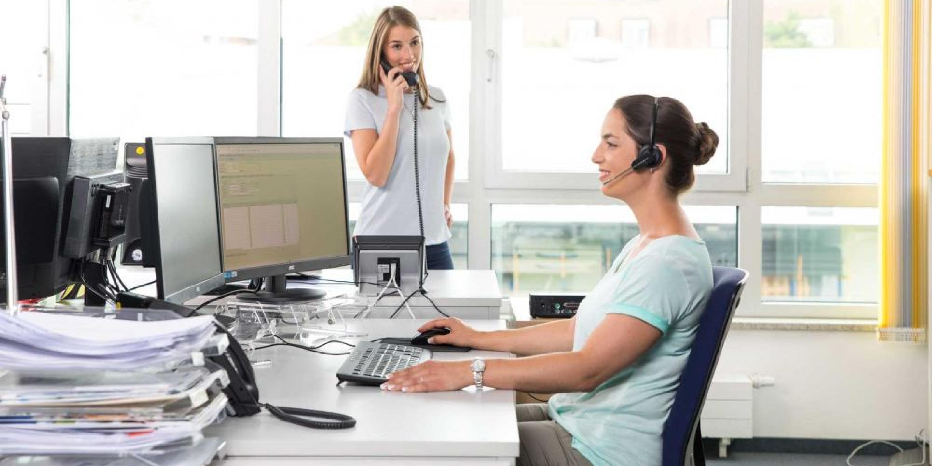 Truma employees answering the service telephone