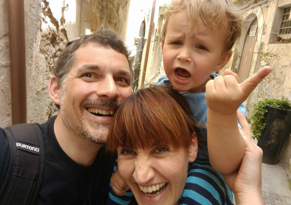 iNet system Testimonial musician Carmen Underwater with her family